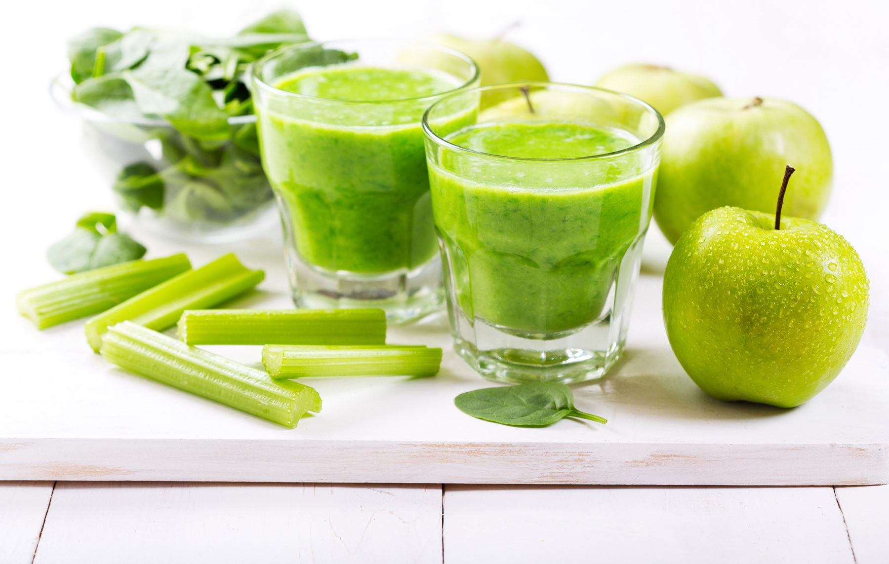52042-green-apple-and-fresh-juices.jpg