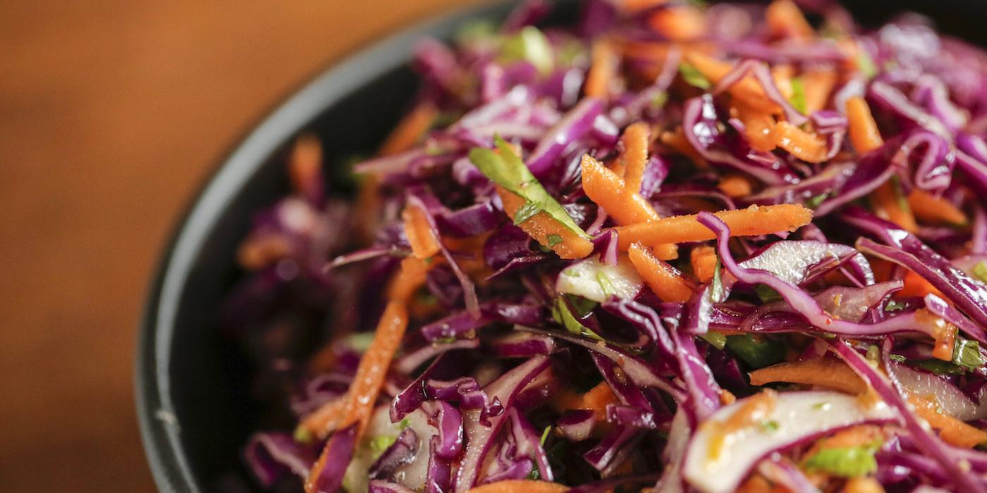 Činija sveže salate, zdrave navike, zdraviji način života